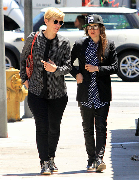 Ellen Page Hugs Kelly Bush: X-Men Star Spotted Getting Friendly With Her Manager (PHOTOS)