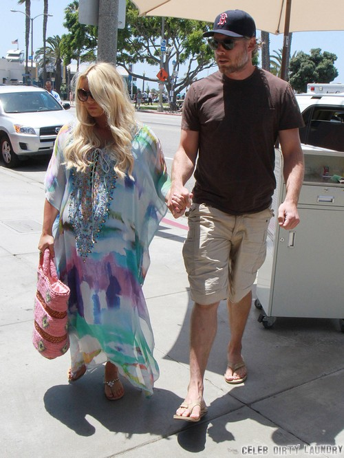 """Jessica Simpson's Fiance Eric Johnson Partying Without Her, Leading """"Double Life"""""""