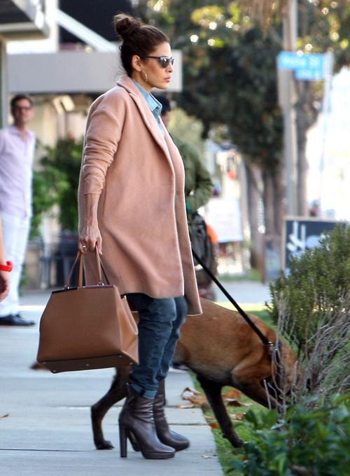 Eva Mendes Pregnant or Faking Pregnancy To Keep Ryan Gosling