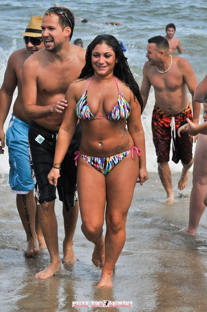Deena Cortese & Snooki Slut It Up On The Beach Today - Photos
