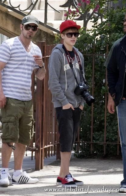 cody simpson vs justin bieber_06. Justin Bieber