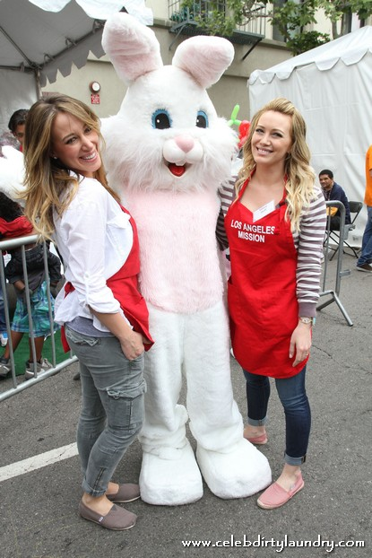 Celebs at The Los Angeles Mission Easter for the Homeless - Photos