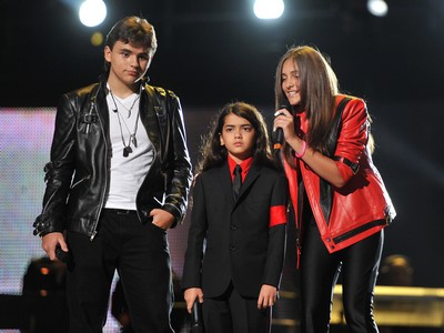 Paris, Prince Michael & Blanket at the Michael Jackson Tribute Concert - Photos