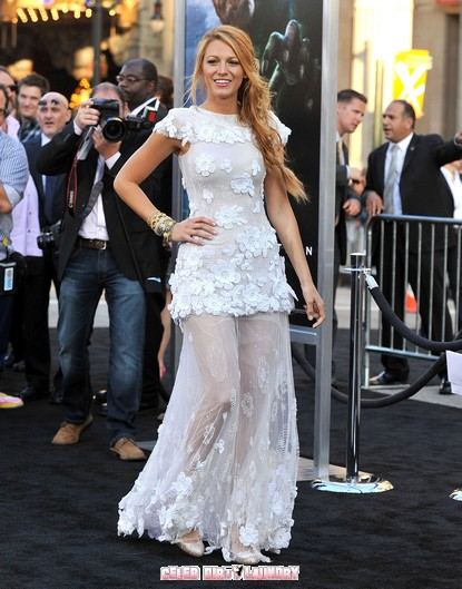 Blake Lively Dazzles At Green Lantern Premiere - Photos