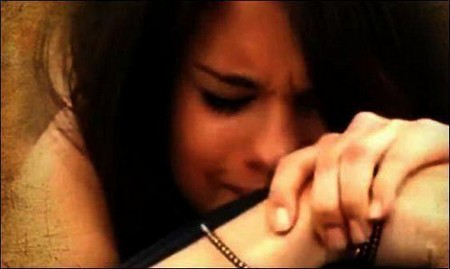 gomez_crying