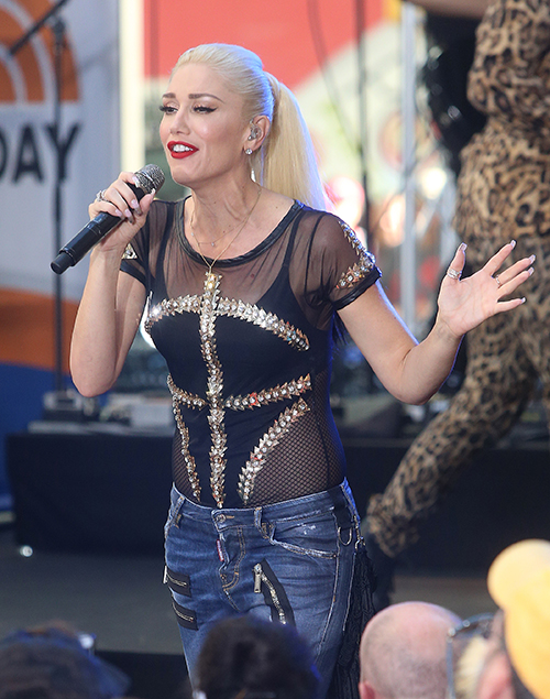 Gwen Stefani Tears Children Away From Gavin Rossdale: Plans New Family Christmas With Blake Shelton? | Celeb Dirty Laundry