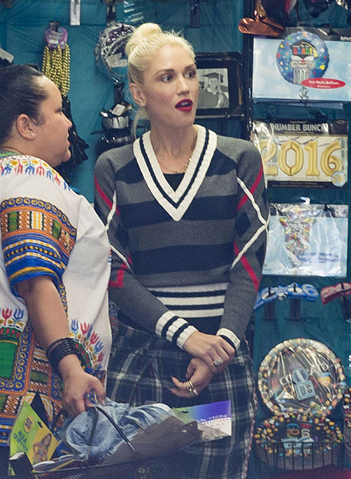 Gwen Stefani's Career Headed Towards Fiery End: Blake Shelton Romance Cause Of Plummeting Ticket Sales, Failing Concert Tour? | Celeb Dirty Laundry