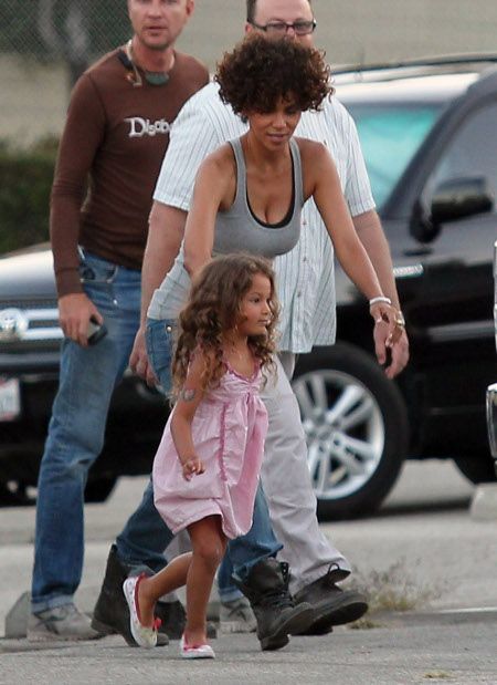 Halle Berry Wants to Move Daughter Nahla to Paris -- Gabriel Aubry Outraged!