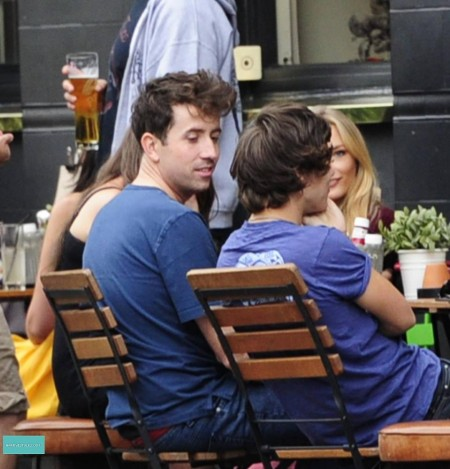 Harry Styles Gay Rumors Pick Up Momentum: Did He Sleep With Nick Grimshaw? (Photo)