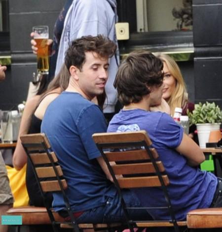 Harry Styles Gay Rumors Pick Up Momentum: Did He Sleep With Nick Grimshaw? (Photo)