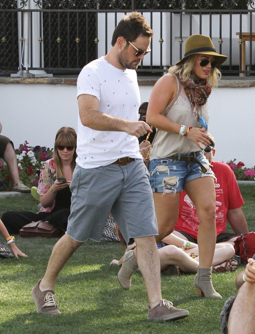 Hilary Duff and Mike Comrie Living Together as a Couple - Make Public Statement At Coachella (PHOTOS)