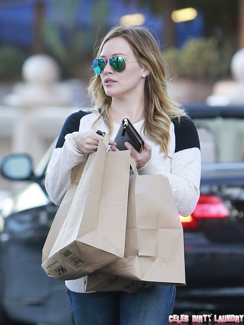 Hilary Duff Spotted Grocery Shopping - Is This The Beginning Of Her Comeback? (Photos)
