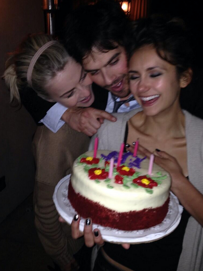 Ian Somerhalder And Nina Dobrev NOT Dating: PCA Kiss Was Just Another Cruel Publicity Stunt (PHOTOS)