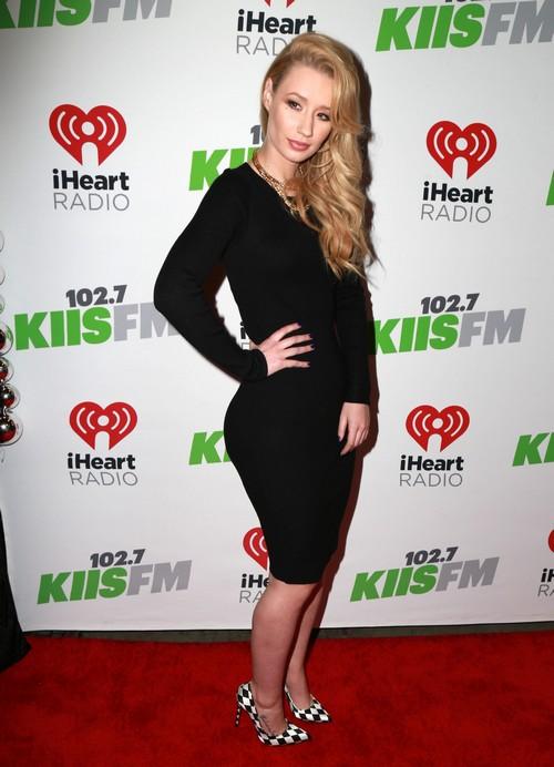 Iggy Azalea, Jennifer Lopez Rivalry: Plastic Surgery Boob Job Before American Music Awards?