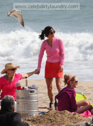 Cougar Courtney Cox Chills On The Beach In Santa Monica