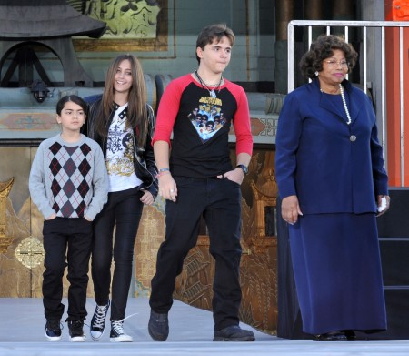 Paris Jackson Gets Into Fight With Janet Jackson; Michael Jackson's Kids Talk To Lawyers 0724