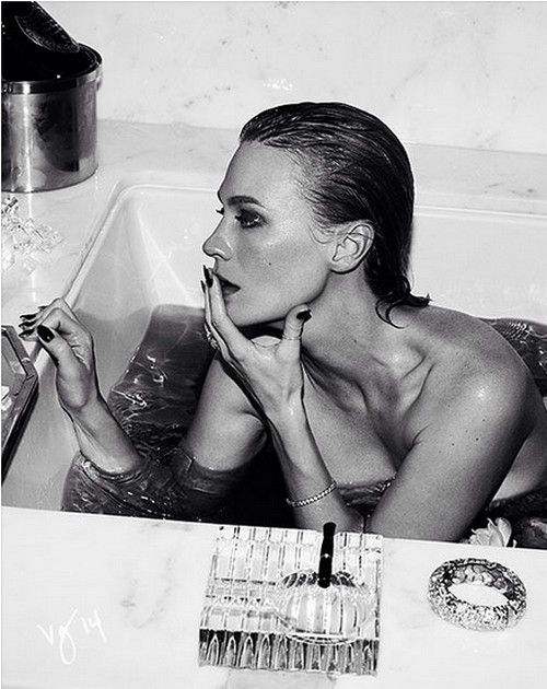 January Jones Nude in the Bath wants Sex with Rihanna (PHOTO)