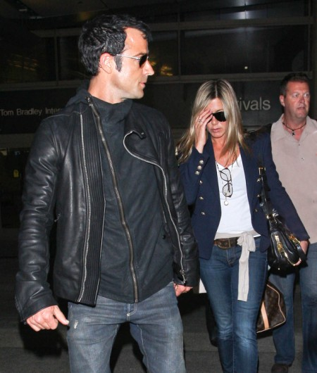 Jennifer Aniston Bans Justin Theroux From Guy's Weekend - Too Clingy Or Too In Love? 0810