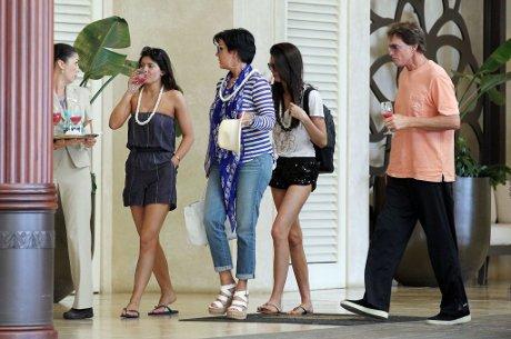 Robert Kardashian's Full Diaries To Be Released: How Will Pregnant Kim Kardashian React to Kris Jenner's Neglectful Past?