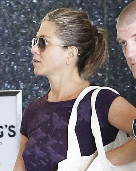 Jennifer Aniston Cancels Justin Theroux Wedding After Pregnant and Bel Air Mansion Sale Rumors