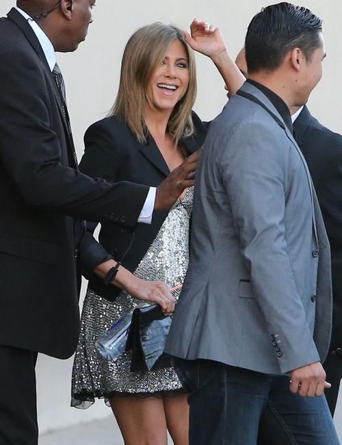 Jennifer Aniston Pregnant: See Baby Bump Photos - Pregnancy Rumors After Angelina Jolie and Brad Pitt's Wedding