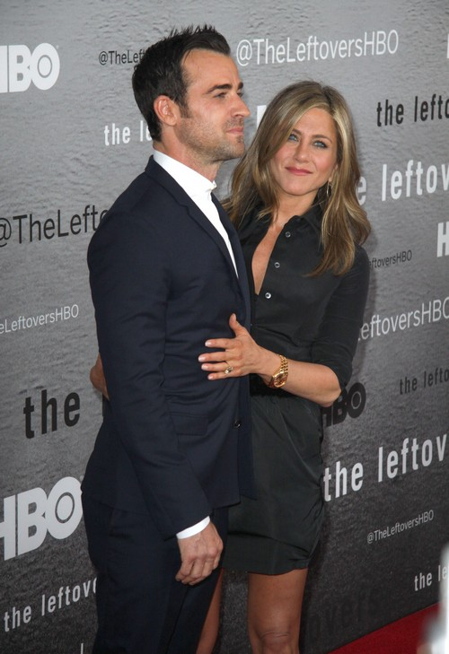 Jennifer Aniston Clings Desperately to Justin Theroux at Red Carpet Appearance - Justin Can't Stand Jen (PHOTOS)