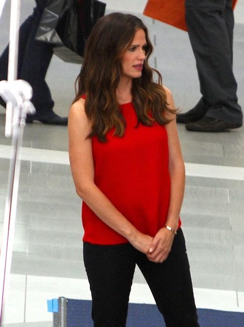 Jennifer Garner Pregnant: Wears Loose Shirt Hiding Baby Bump?