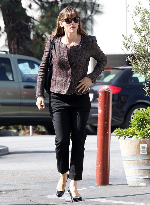 Jennifer Garner Doesn't Trust Ben Affleck: Gets Rid Of Nannies So Ben Stays Home When She's Away?