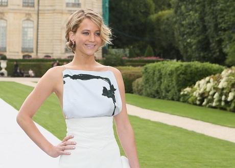 Jennifer Lawrence Dating Chris Martin: Strange Coupling Won't Last - Chris Using J-Law To Make Gwyneth Paltrow Jealous!