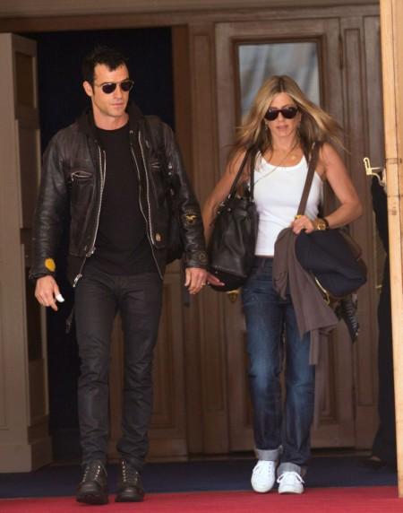 Breaking News: Jennifer Aniston Engaged To Justin Theroux 0812