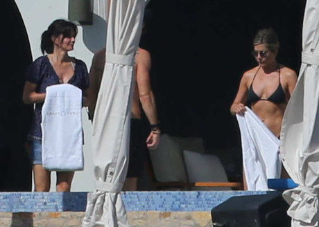 jennifer_aniston_justin_theroux_cabo_5