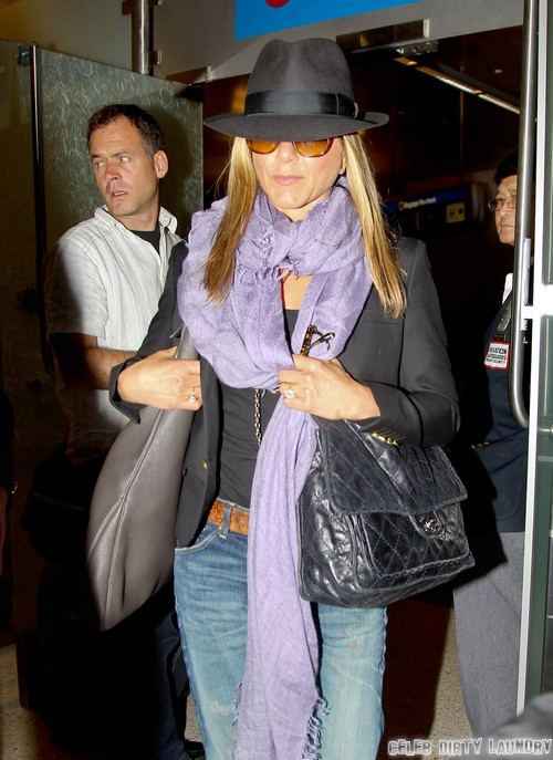 Jennifer Aniston Lying To Justin Theroux - What Is Jen Hiding From Fiance?
