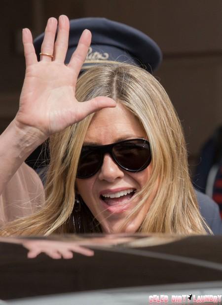 Jennifer & Justin Are All Smiles In Paris