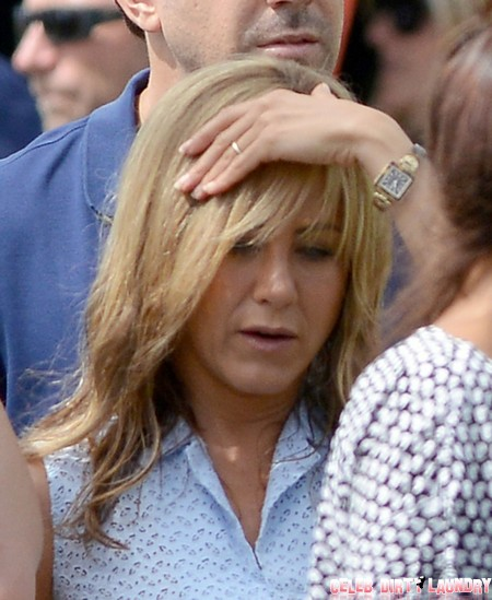 Jennifer Aniston's Engagement Ring Revealed – How Does It Compare to Angelina Jolie's (Photo)