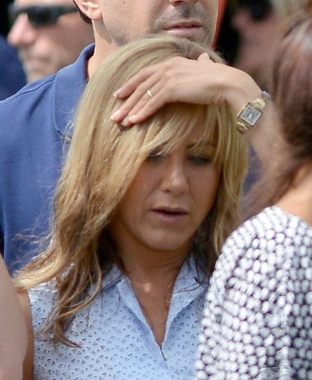 Jennifer Aniston Shows Off Her Engagement Ring