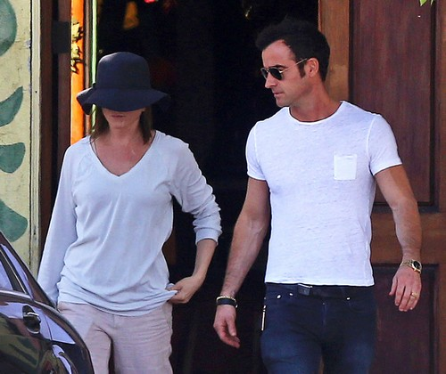 Jennifer Aniston and Justin Theroux Plan Autumn Wedding: Ruin Angelina Jolie's Oscar Campaign?