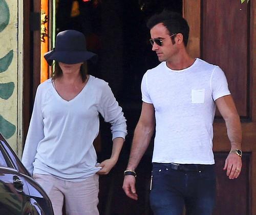 Jennifer Aniston and Justin Theroux Plan Autumn Wedding: Ruin Angelina Jolie's Oscar Campaign?