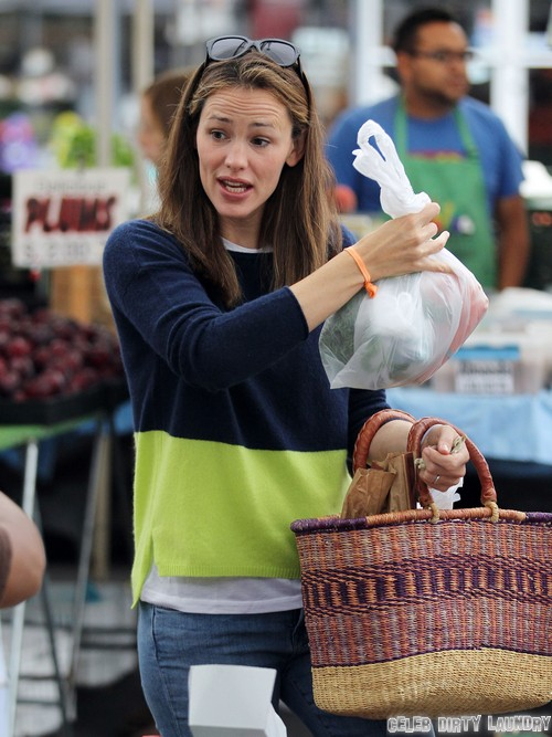 Jennifer Garner Pregnant Again - Spotted Sporting Visible Baby Bump (PHOTOS)