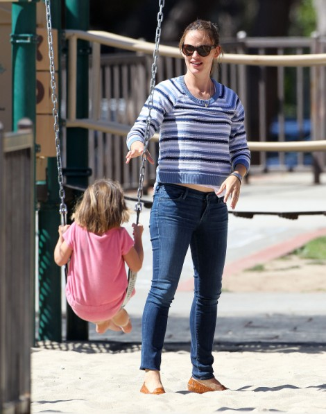 Jennifer Garner Pregnant With Fourth Child? Actress Sporting New Baby ...