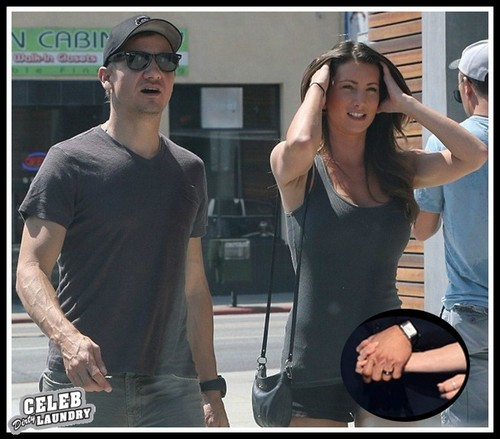 Jeremy Renner And Baby Mama Sonni Pacheco Married In Secret - See The Wedding Ring (PHOTO)