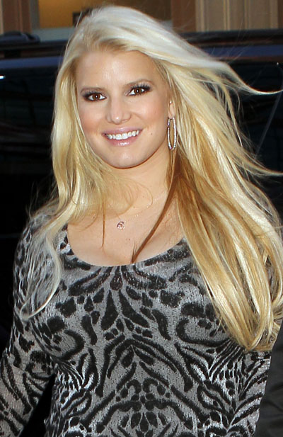 Pregnant Jessica Simpson Is Spotted Shopping For Wedding Dresses