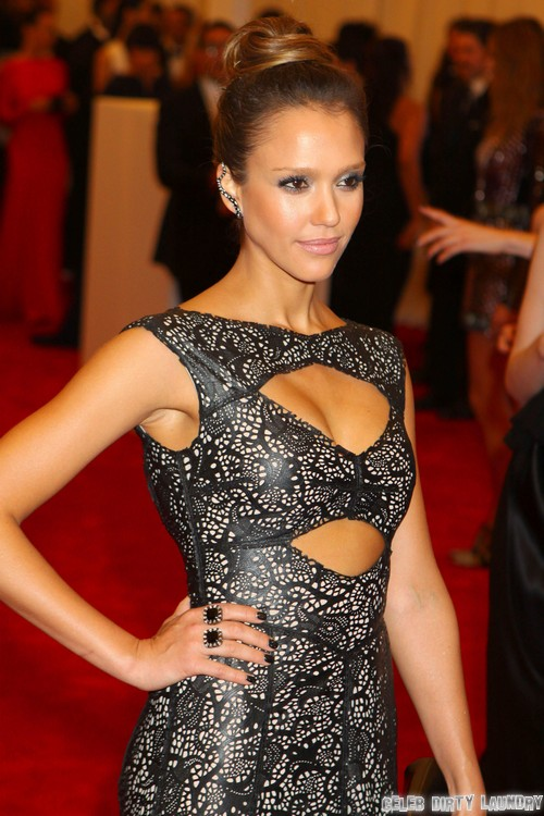 Jessica Alba Flashes Boob In Wadrobe Malfunction Nip Slip After Met Gala (PHOTO)