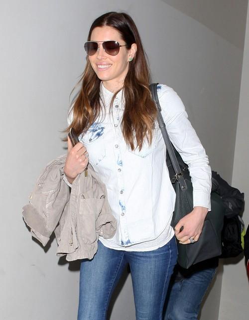 Jessica Biel Pregnant - Justin Timberlake Takes Wife To Birthing Class Consultant Latham Thomas (PHOTOS)