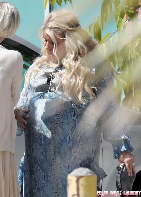 See Pregnant Jessica Simpson's New Baby Bump (Photos)