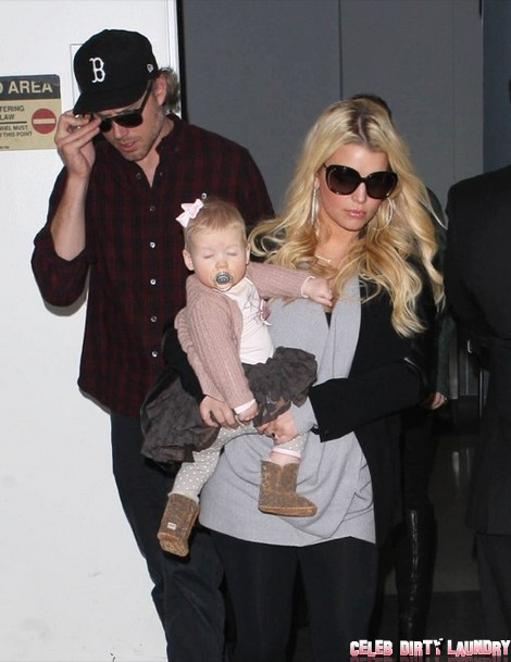 See Pregnant Jessica Simpson's New Baby Bump (Photos)