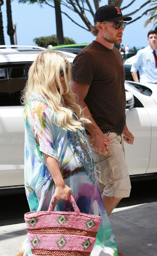 Kim Kardashian Asks Jessica Simpson How To Lose North West Baby Weight