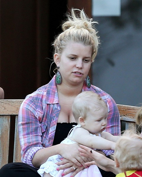 Jessica Simpson Vows To Stick To Weight Watchers Plan, Afraid To Balloon During Second Pregnancy (Photos)