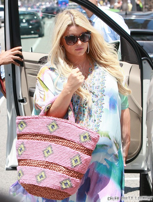 "Jessica Simpson Threatened By Weight Watchers: ""Lose Pregnancy Weight Fast or You're Fired"""