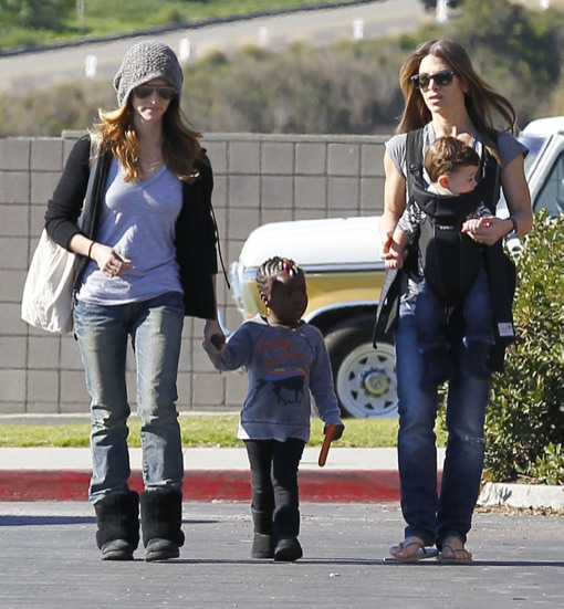 Jillian Michaels & Heidi Rhoades Take Their Kids To The Market (Photos)