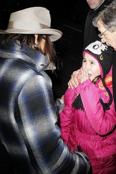 Johnny Depp Rescues Little Girl From Paparazzi